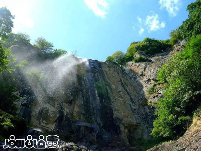 آبشار لاتون کجاست؟