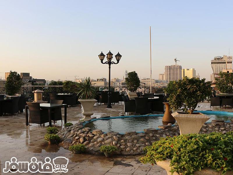 بارگاه رستوران هتل قصر طلایی مشهد