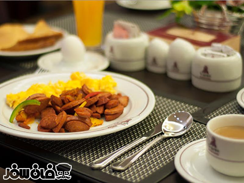 صبحانه هتل پارسیان آزادی تهران